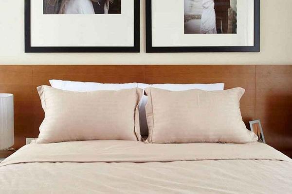 Tại sao tuyệt đối không nên gấp chăn đệm ngay sau khi thức dậy?